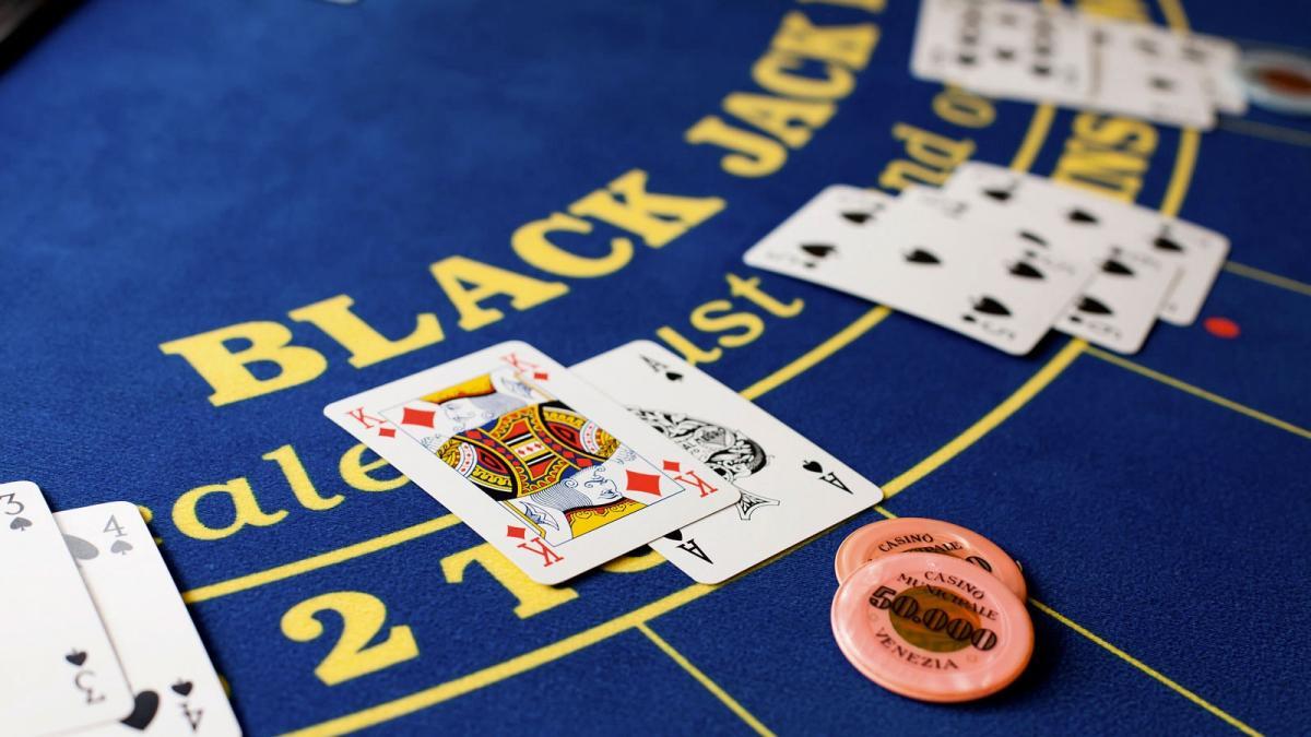 BLACK JACK เกมไพ่ยอดนิยมใน CASINO ชั้นนำของโลก รวมถึงใน CASINO ออนไลน์