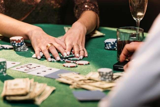 การพนัน VS การลงทุน แตกต่างกัน แต่โดยรวมก็คือการวางเงินเพื่อการสร้างกำไรจากเกมนั้น ๆ