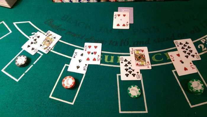 Black Jackนั้นถือกำเนิดตั้งแต่ 1601 ภายใน Casino ของทางยุโรป และได้รับความนิยมเป็นอย่างมาก