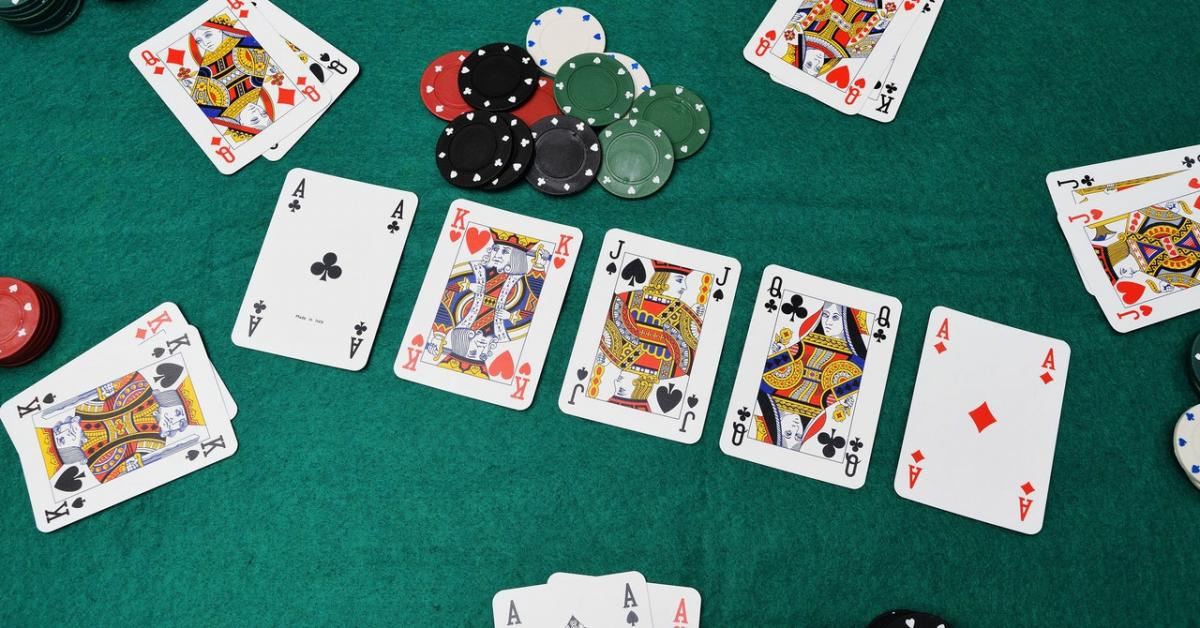 อ่านไพ่ของคู่แข่ง ให้เป็น แต้มไพ่ POKER ในมือไม่สูง แต่อาจได้เงิน เข้ากระเป๋าได้ง่ายๆ