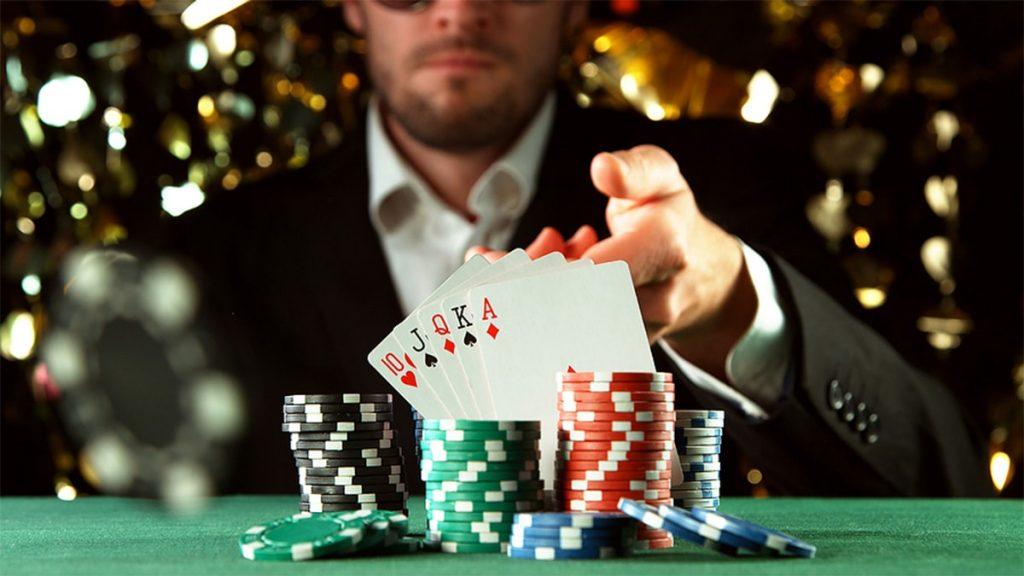 Poker นั้นยังไม่มีหลักฐานยืนยันแน่ชัดว่าใครเป็นผู้คิดค้นขึ้นมา แต่ในปัจจุบันการเล่นPokerแพร่หลายอย่างมากใน Casino ทั่วโลก